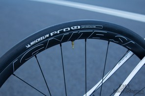 Volagi's own Ignite SL wheels helped take the Liscio to the next level - offering a modern wide rim at a respectable weight