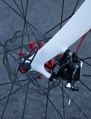 The Volagi Liscio cleanly blends in the disc callipers - internal cable routing completes the clean lines