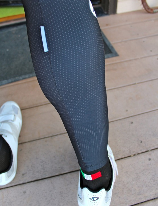 Assos cold-weather gear: Although the absence of zippers struck us as odd at first, the end result is comfortable. You wouldn't put zippers on arm warmers, would you?