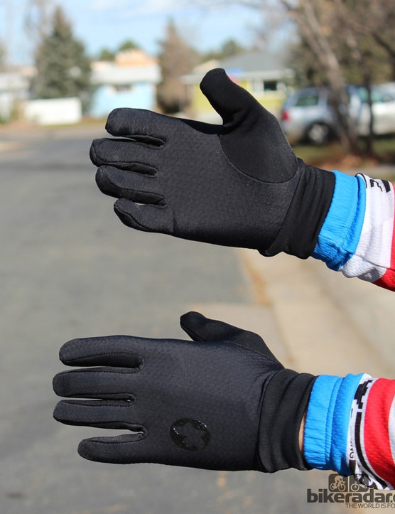 Assos cold-weather gear: The InsulatorGlove_s7 works alone on mild winter days or as a liner on colder rides
