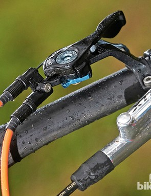 Scott Genius LT 700 Tuned: The unique TwinLoc lever lets you toggle between three fork and rear shock modes