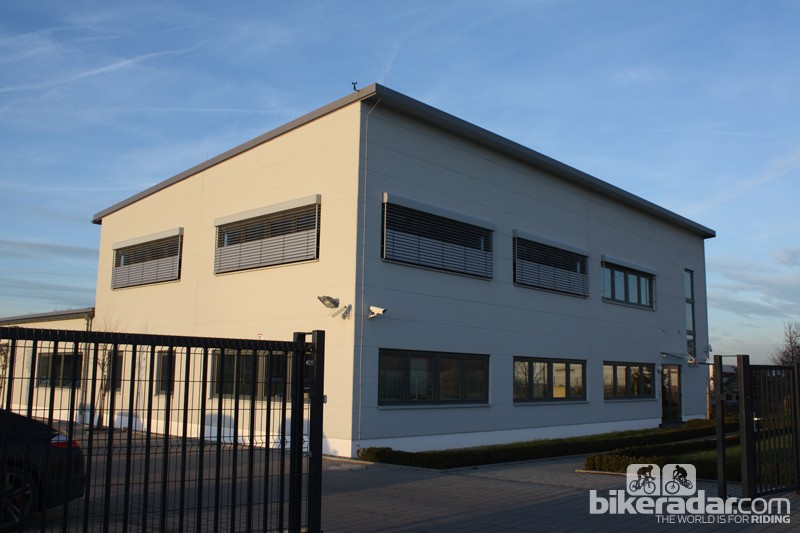 The complete AX Lightness operation takes place within this modern building in Creußen, Germany