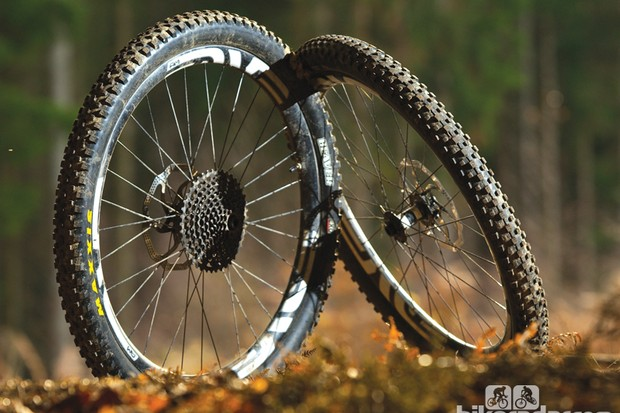 ENVE Twenty6 AM rims – built on to DT Swiss 350 hubs with 32 J-bend bladed spokes per wheel