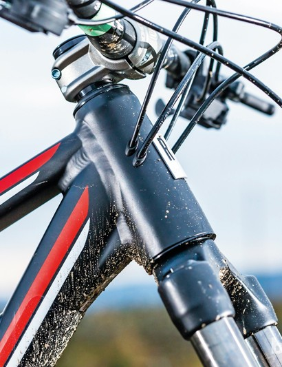 The tiny 35mm Spank stem means that, despite the lengthy top tube, the Soul Fire 1 changes direction with assured ease