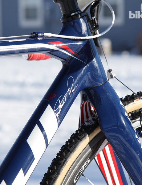 The front end features a tapered 1 1/8-to-1 1/2in head tube