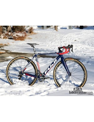Jonathan Page (Fuji/Spy/Competitive Cyclist) gets a custom painted Fuji Altamira CX frameset to celebrate the US national championship he won last year. Unlike Fuji's production 'cross bikes, Page's bikes have cantilever brakes