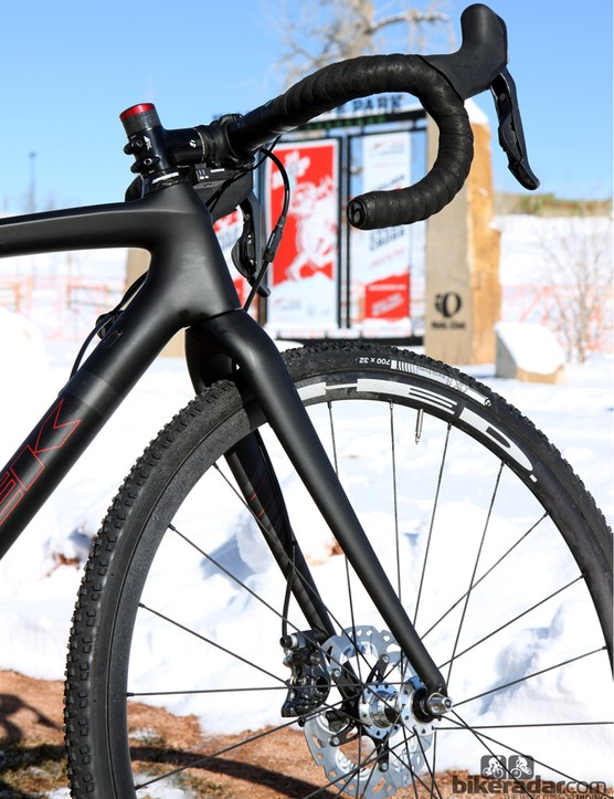 The matching IsoSpeed fork can't quite match the bump-leveling abilities of the pivoting rear end but it's admirably smooth nonetheless - and certainly more comfortable and less jarring than may other tapered 'cross forks out there