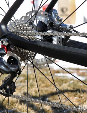 A thick rubber protector keeps chain slap at bay