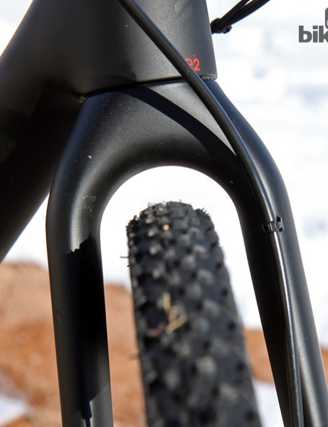 Tire clearance is very good through the carbon fork crown