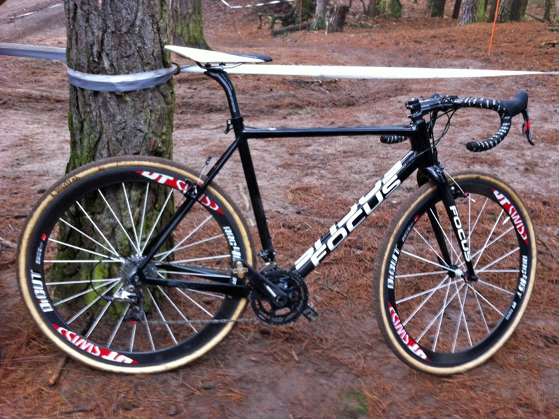 A reader recently spotted this prototype Focus carbon 'cross bike at a race in Holland. We anticipate that it's the replacement for the aging Mares CX and that it'll be exceptionally lightweight