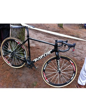 While we don't have much in the way of official information from Focus, the person riding this bike claims that it weighs just 6.7kg (14.77lb) as shown here