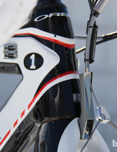 The Orbea Terra has a cable stop mounted to the fork crown to keep brake chatter at bay
