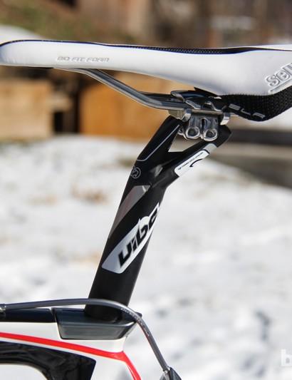 A Selle Italia Selle Italia SLR XC saddle sits atop of the Pro Vibe alloy seatpost