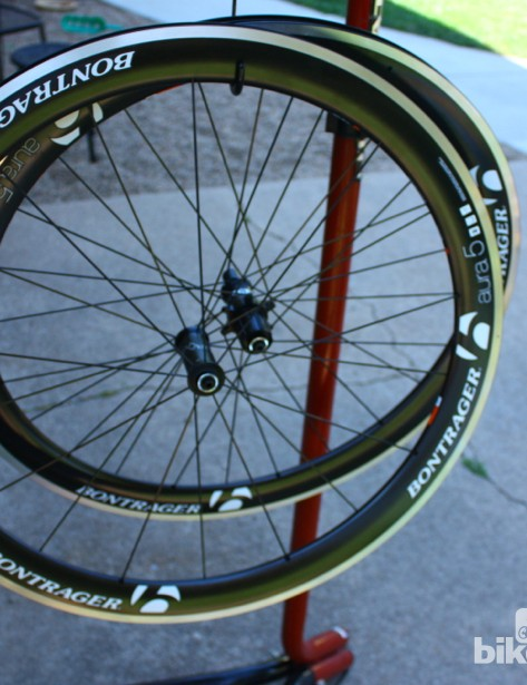 The Bontrager Aura 5 TLR road tubeless wheels weigh 1,780g for the set, a decent weight considering the rim depth and the price