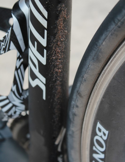 While sealing on the fly certainly beats stopping to change a flat, it can be messy – especially if you're riding dirt roads