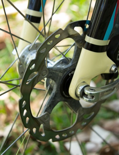Nick has chosen to use Shimano's Ice-tech rotors and TRP HY//RD callipers given the recent SRAM brake recall