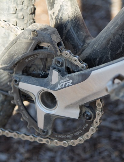 A wide/narrow WolfTooth chainring and a E13 XCX guide ensures that chain isn't moving