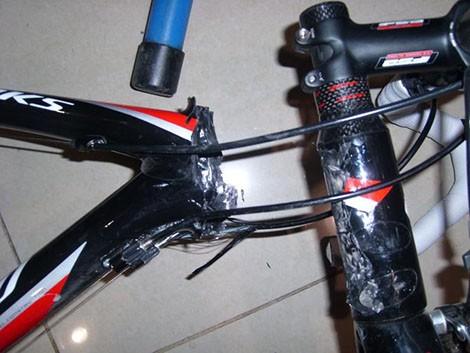 Una delle biciclette contraffatte: i materiali scadenti le rendono soggette a danni di ogni tipo.