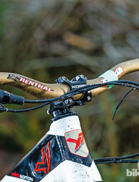 The 780mm wide Renthal bars offer great control and steering