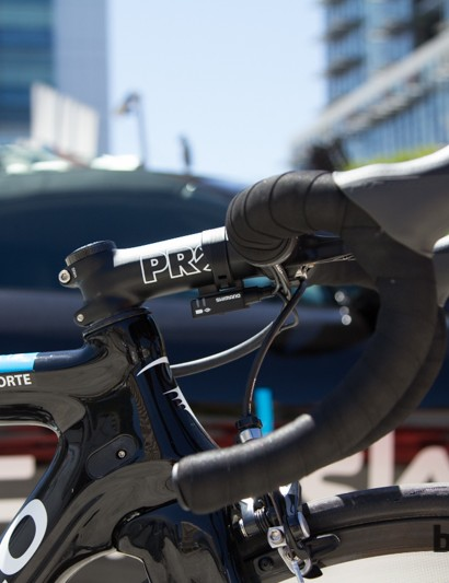A slammed PRO stem provides an aggresive 80mm saddle to bar drop
