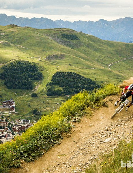 Les Deux Alpes boasts has more than 100km of marked mountain biking trails and 28 downhill tracks