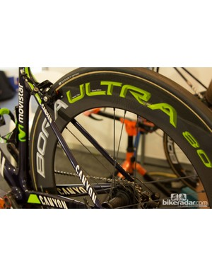 The opening race of the Santos Tour Down Under - the People's Choice Criterium race saw many riders switch to more aerodynamic options for the flat course. Some Movistar riders were going all-out with 80mm deep Campagnolo Bora Ultra wheels