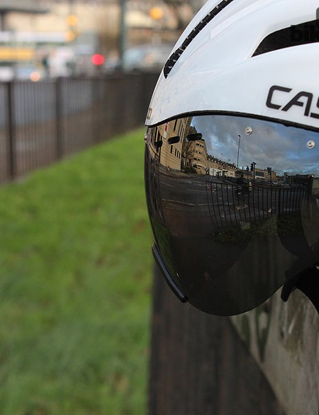 The Casco SPEEDster's integrated visor is good quality