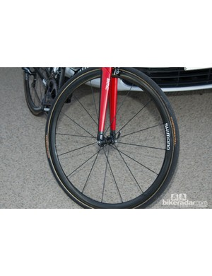 A standard Shimano Dura-ace C35 front wheel without decals shows that Team BMC also had supply issues in getting new wheels