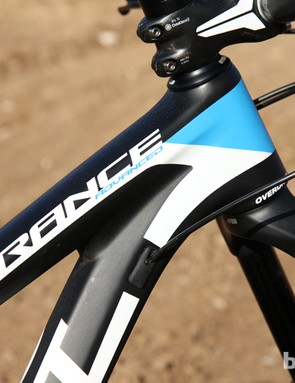 The Giant Trance Advanced 27.5 0 uses a carbon fiber main frame mated to an aluminum rear end