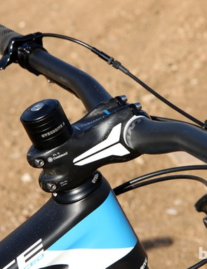 Giant includes an all-carbon cockpit on the Trance Advanced 27.5 0. The square-section stem is notably stiff and the bars offer a comfortable, low-rise bend