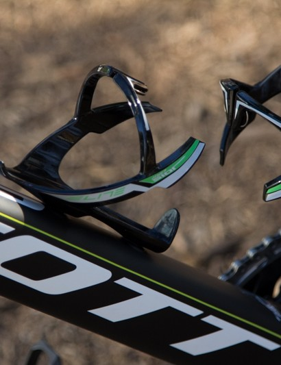 Coloured matched Elite Sior Evo bottle cages complete this race-winning ride