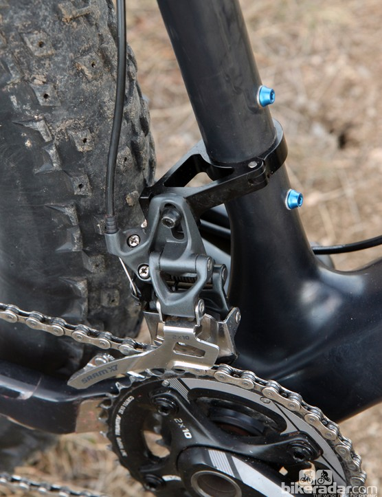 The 121mm-wide bottom bracket shell and forward-offset seat tube require a custom adapter for the direct-mount front derailleur