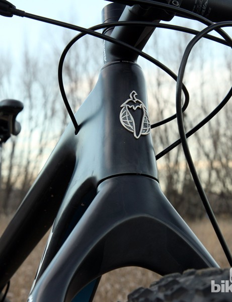 The tapered head tube flows smoothly into the fork crown