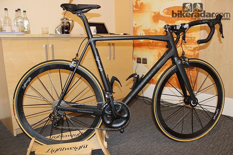 The Lightweight Urgestalt frameset is seriously light: the medium weighs 1,340g and gets you frame, fork and seatpost