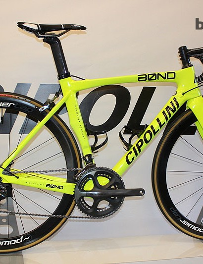 The Cipollini Bond is been around for a year or so, but it's been given the fluro treatment for 2014, which ties in nicely with the brands sponsorship of the Italian Yellow Fluo pro team