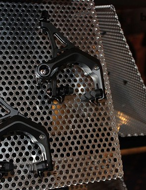 TRP R979EQ brakes are CNC'd magnesium and are featherweight beauties that often find their way onto custom bikes. A pair of these callipers add 260g to a rig but pack a punch on the wallet: £499.99