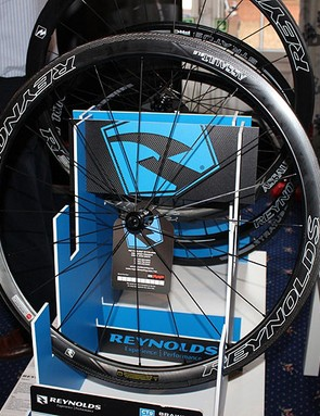 Reynolds Assault wheels have been updated aerodynamically for 2014 with something called SLG– a swirl lip generator – on the inside of the rim of the 41mm wheels