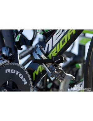The team car bike racks are simple – a single toe strap holds the bike in place. Speedy removal is key