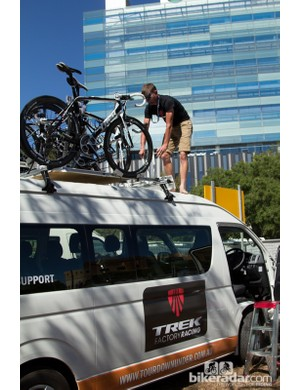 Teams were without their usual team buses, so mini-buses were provided by the tour organisers. Climbing onto the roof of a mini-bus is far from the usual bus experience