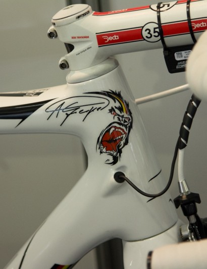 Custom paint for Greipel's Helium SL (and his spare Noah Fast!)