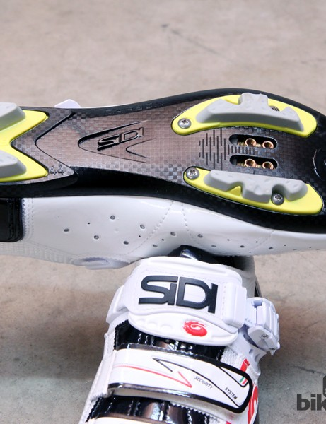 Don't be fooled by the faux carbon fiber weave pattern molded into the sole. The Sidi Spider SRS is built on a fiber reinforced nylon sole, not a true carbon fiber one