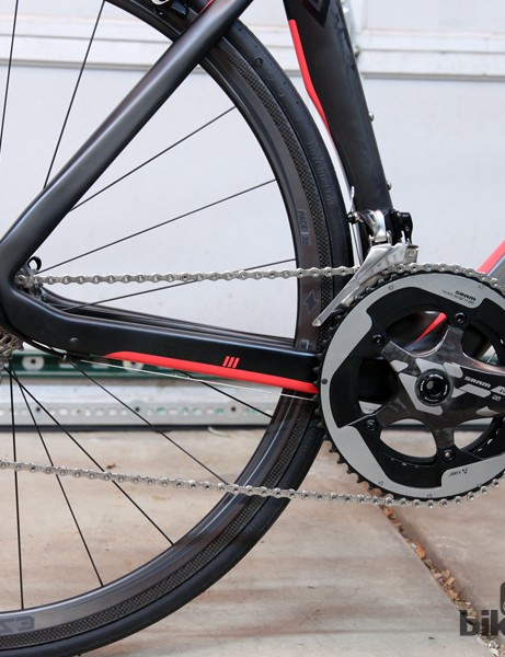 Not many machines can offer a complete SRAM Red 22 group on a carbon fiber frame for this little money
