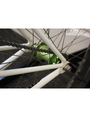 The chainstay, seatstay and additional tube all connect neatly at the horizontal rear drop-outs