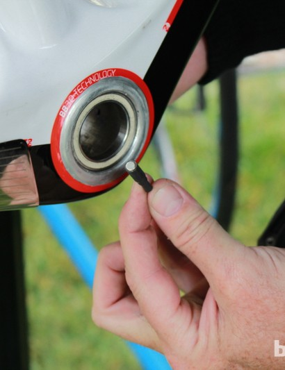 Campagnolo uses a system of magnet-tipped lead cable to pull the batttery and its wires through a frame