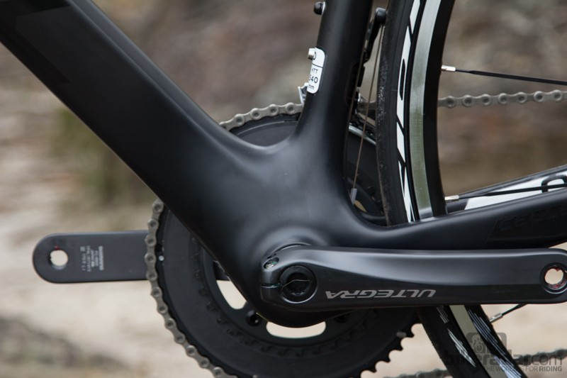 The Omeo's full carbon press-fit bottom bracket is beefy and resists flex well