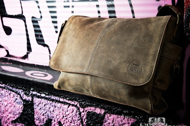Chapeau! Hide Leather messenger bag