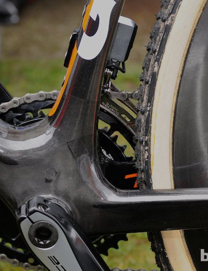 The bottom bracket area is suitably vast, utilising the shell's full 90mm width