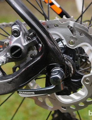 Neat mounting for the rear hydraulic caliper and dropout. Like her compatriot, Lars Van Der Haar, Vos uses 140mm disc rotors front and rear
