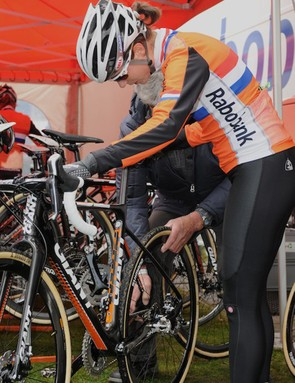 Marianne Vos and her Dad checking over one of her bikes before another practice lap ahead of today's race