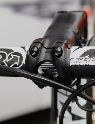 PRO's Vibe 7s bar and the 85mm 30 degree negative rise stem